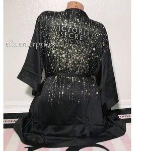 VS NYC Fashion Show 2018 Black Gold Glitter Robe